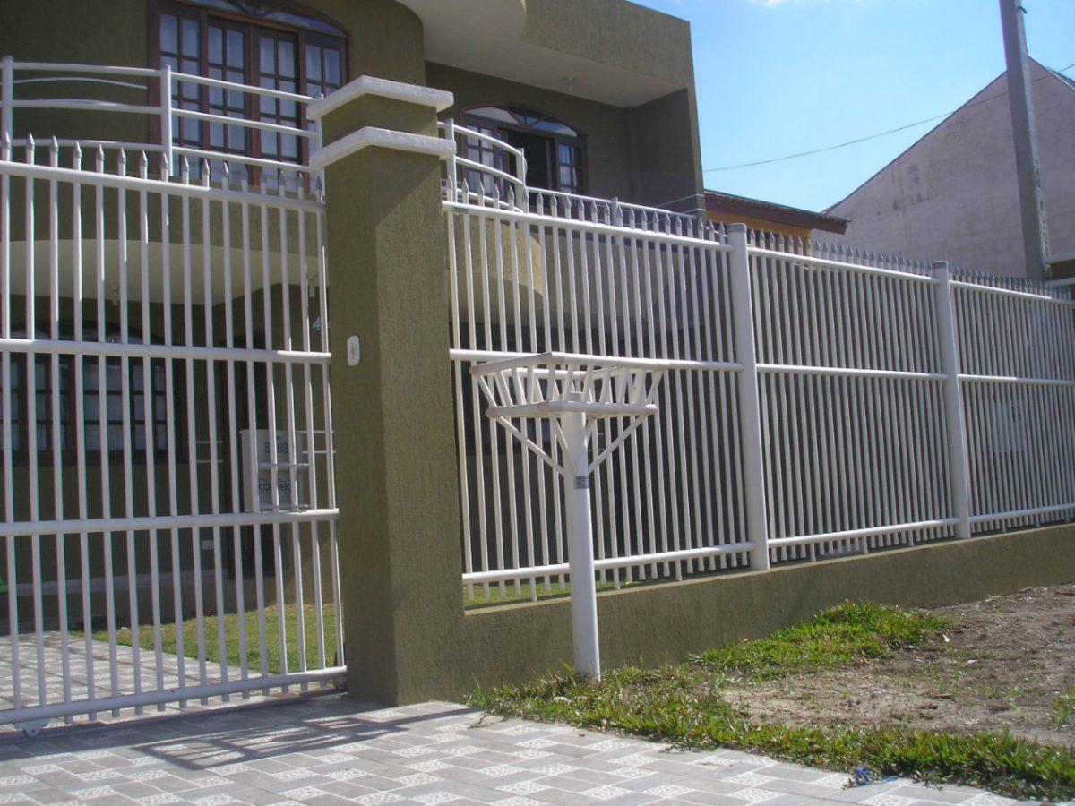 Rejas de seguridad frente de rejas for Modelos de puertas de metal para casas